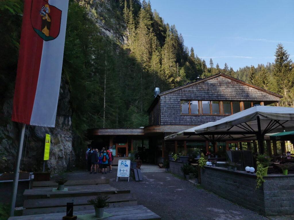 Das ist das Kassenhaus am Eingang in die Liechtensteinklamm