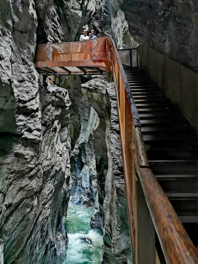 Die Liechtensteinklamm - über viele Stufen am Wasser wandern