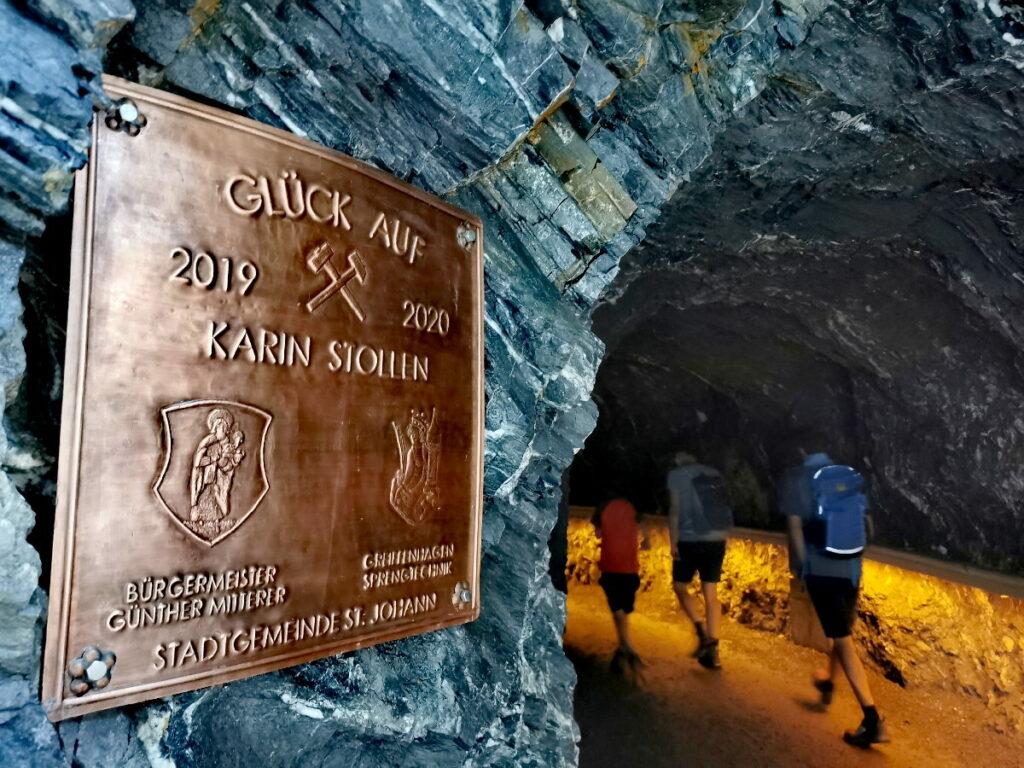 Bei der Liechtensteinklamm Wanderung kommst du auch durch Tunnel