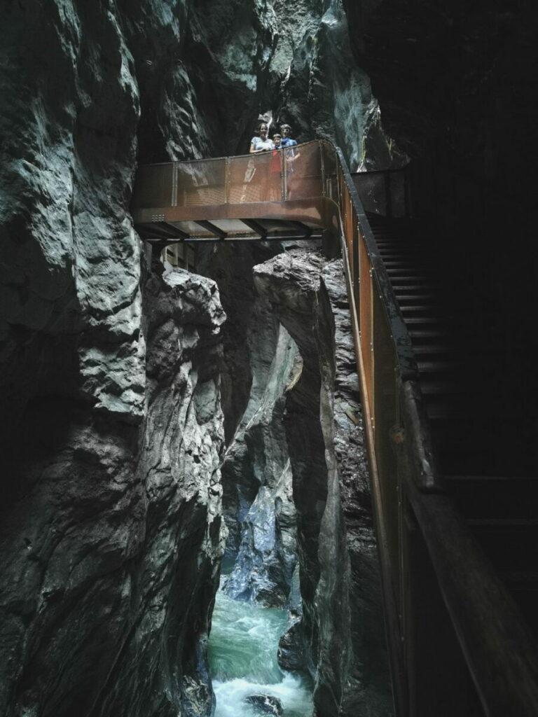 So eindrucksvoll kannst du druch die Liechtensteinklamm wandern