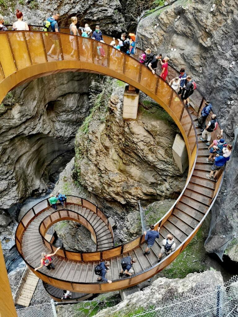 Anstrengend bei der Liechtensteinklamm mit Hund - die Stufen der Helix Treppe